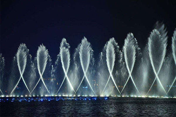 swinging water fountains