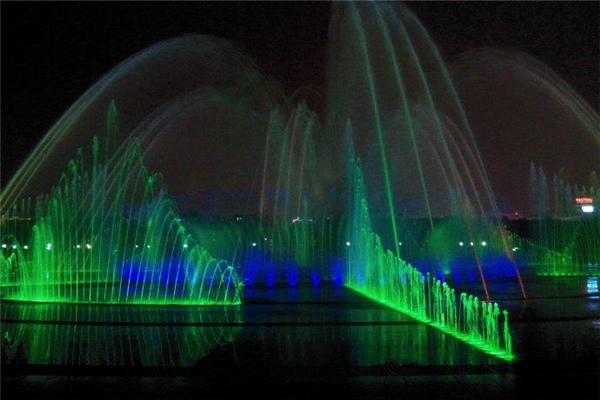 dry ground fountain water show