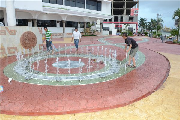 square dry deck fountain for children playing